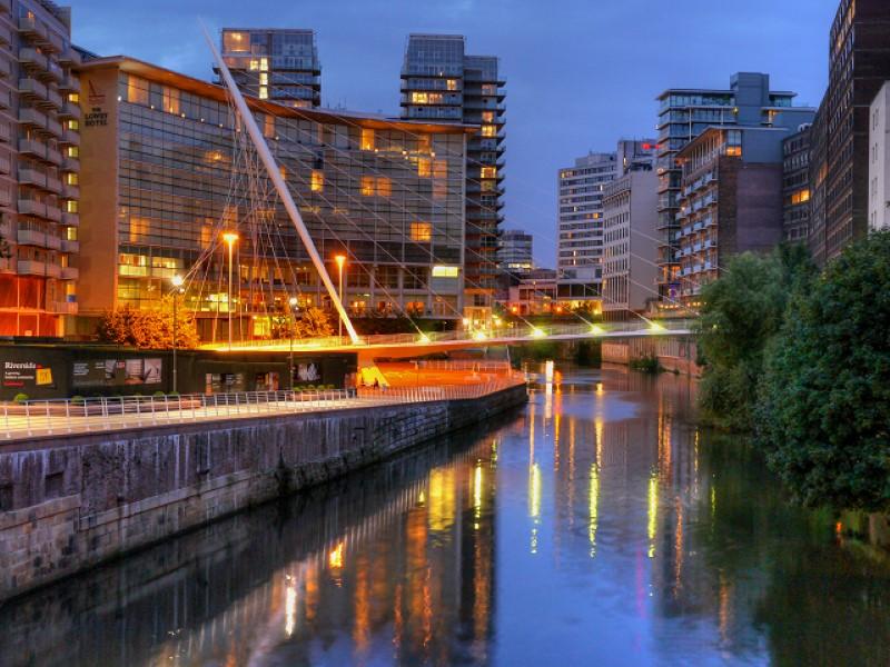 17Trinity_Bridge_Manchester_in_Evening (Custom)