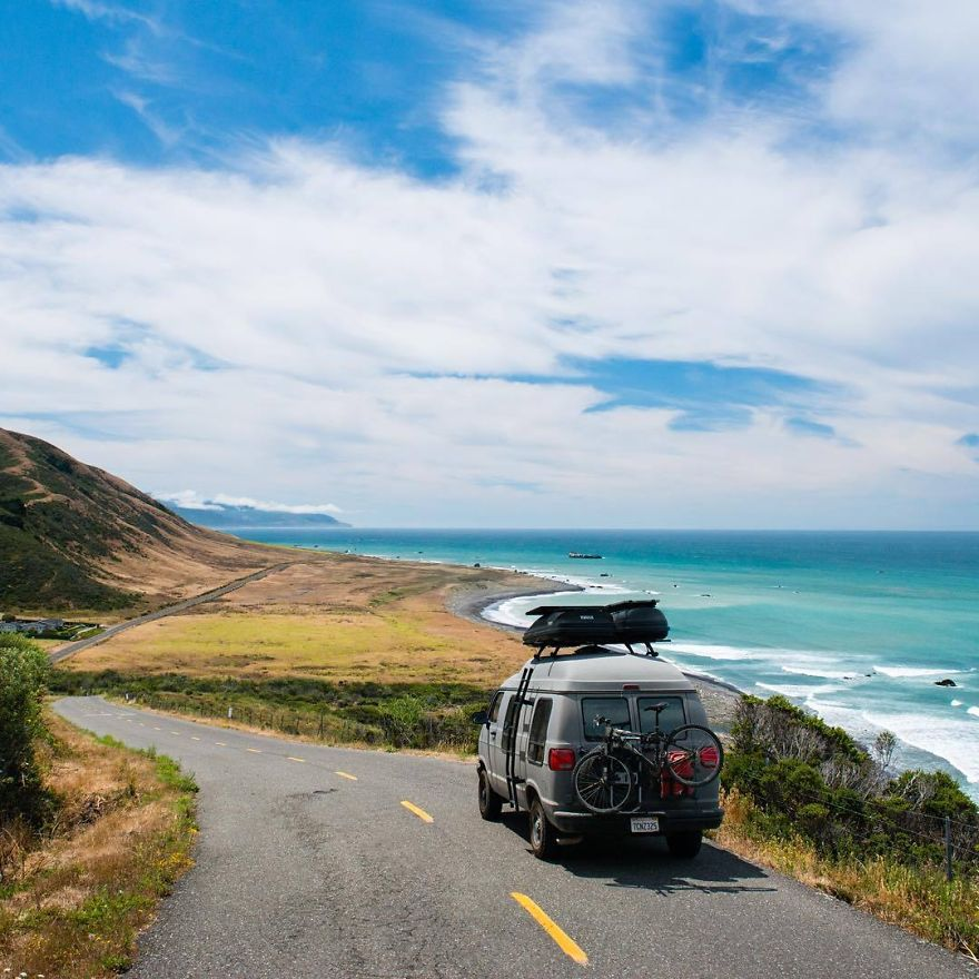 Turning-Grandmas-Old-Van-Into-an-Adventure-Mobile-to-Travel-the-Country20__880
