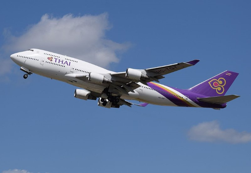 wbThai_Airways_Boeing_747-400_(HS-TGA)_departs_London_Heathrow_11Apr2015_arp (Custom)