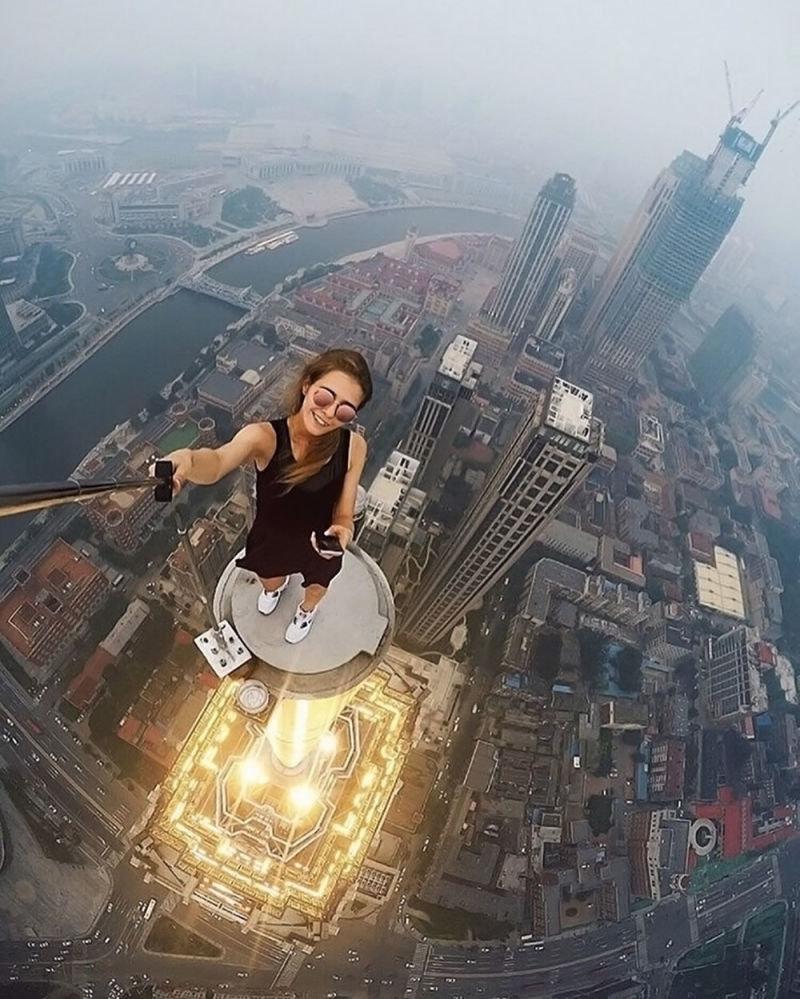 angela_nikolau_selfie1
