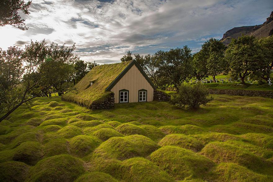 grass-roofs-scandinavia-29-575fe70f4c15f__880