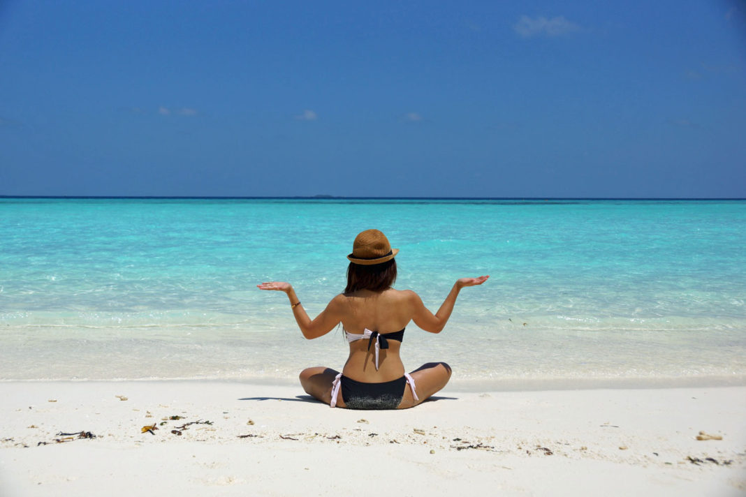 yoga plaj sahil sağlıklı seyahat