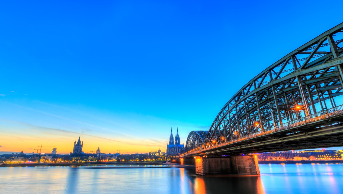 13160-cologne-bridge-over-the-rhine-low