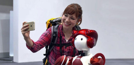 Haneda Havalimanı robot emiew