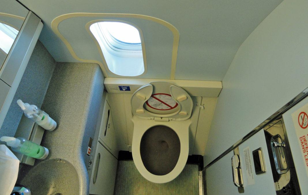 uçak tuvaleti