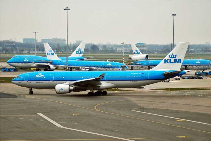 en dakik havayolu KLM ucak