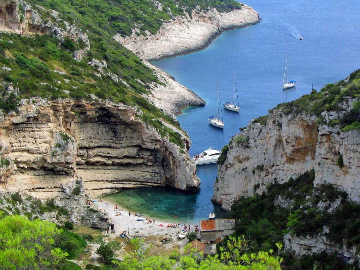 Avrupa'da henüz turist işgaline uğramamış 12 fantastik ada
