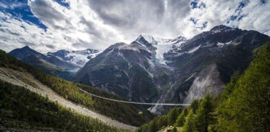 isviçre alpleri zermatt asma köprü