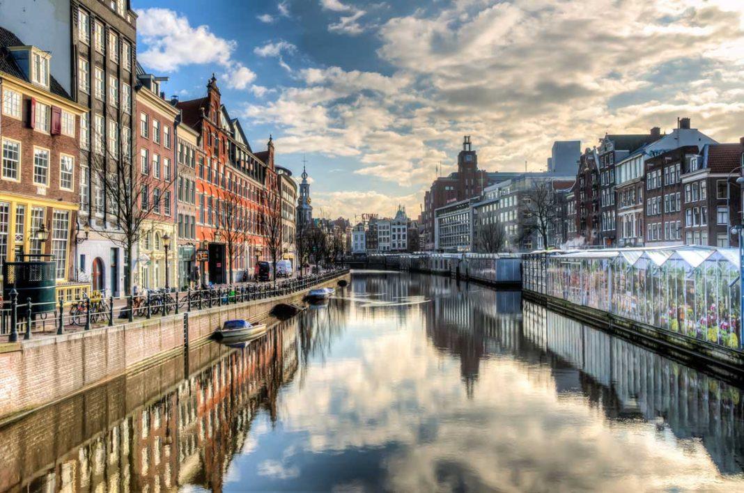 aşırı turizm amsterdam kanal