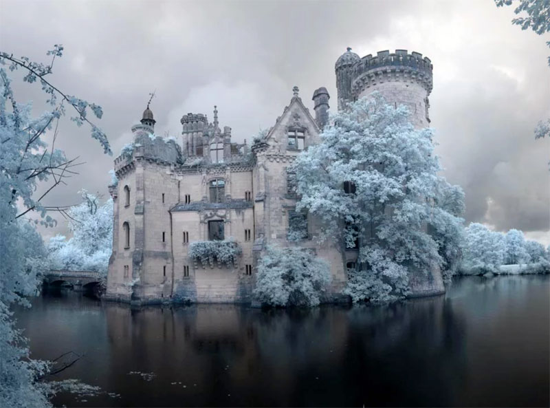 Fransız şato kış göl