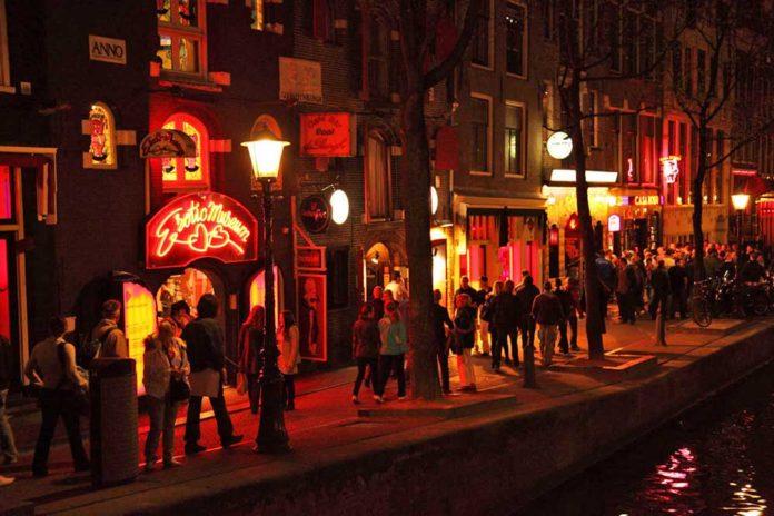 Kırmızı Fener Sokağı Red Light District Amsterdam