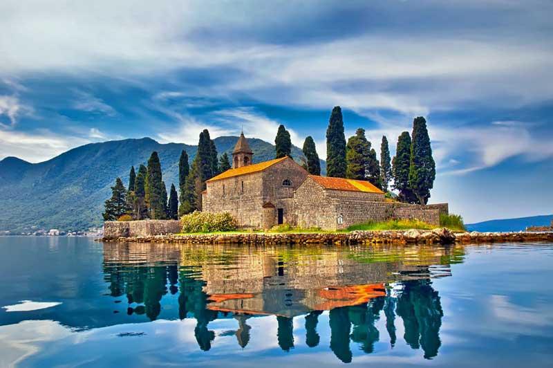 Montenegro'da gezginleri geçmişe götüren 21 mimari yapı