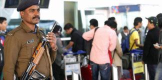 hindistan havalimanı polisi