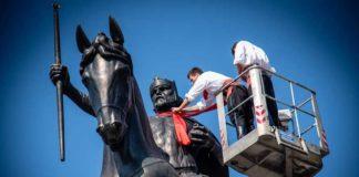 kravat günü hırvatistan heykel