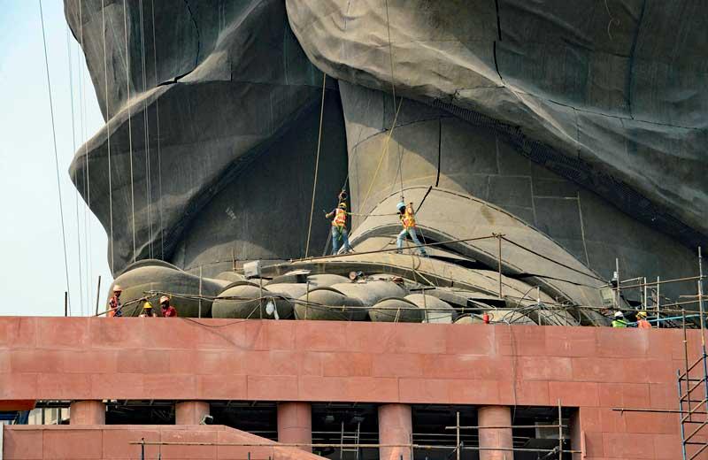 Dünyanın en büyük heykeli Hindistan'da açıldı