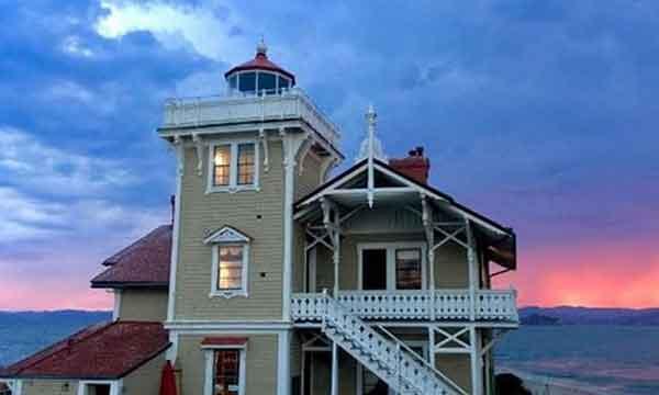ıssız adada otel deniz feneri