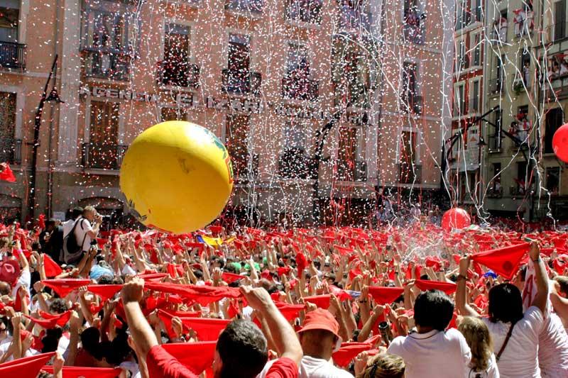İspanya Pamplona boğa festivali