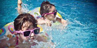 çocukla seyahat deniz çocuk bebek