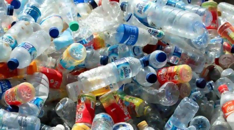 plastik şişede su