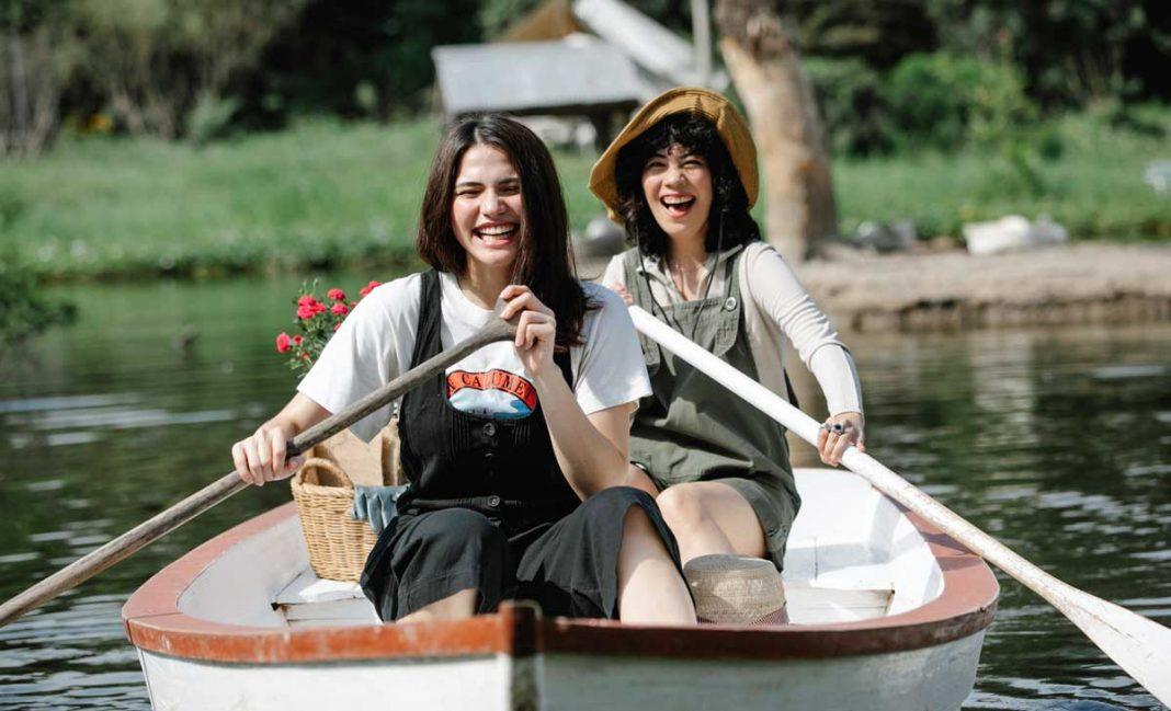 en mutlu insanlar kayık göl